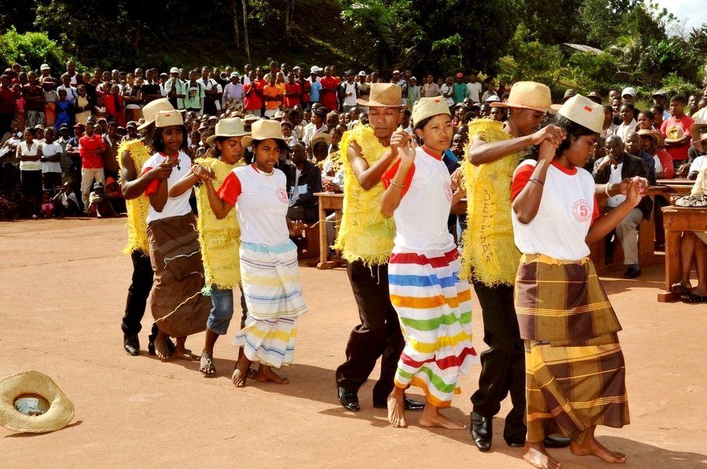 Inauguration du Centre d'accès à Internet haut débit, à la Maison des Jeunes de Vangaindrano, région Atsimo Atsinanana. Un projet initié par l'association Fitia de Mialy Razakandisa Rajoelina. Photos: Harilala Randrianarison