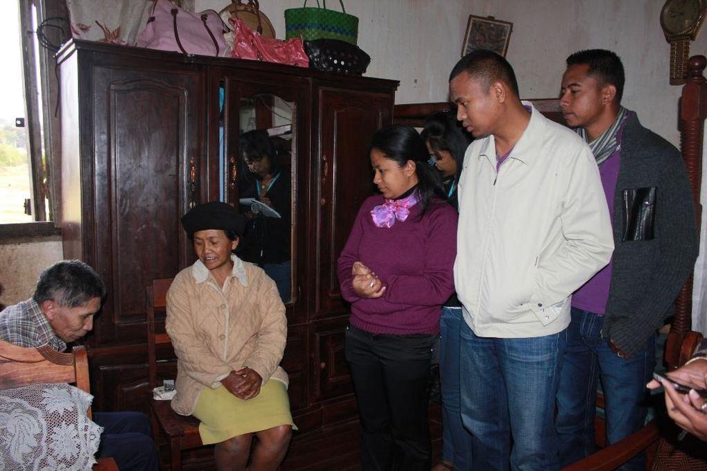 Comme tous les mois, l'Association Fitia est allé rendre visite à 4 foyers où vivent des personnes atteintes de maladie dans le quartier d'Ambatobe.