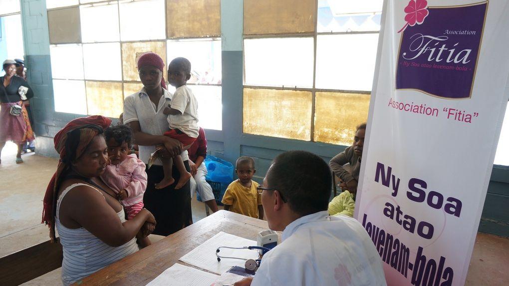 Andravoahangy Antananarivo. Consultations médicales gratuites organisées par l'association Fitia.