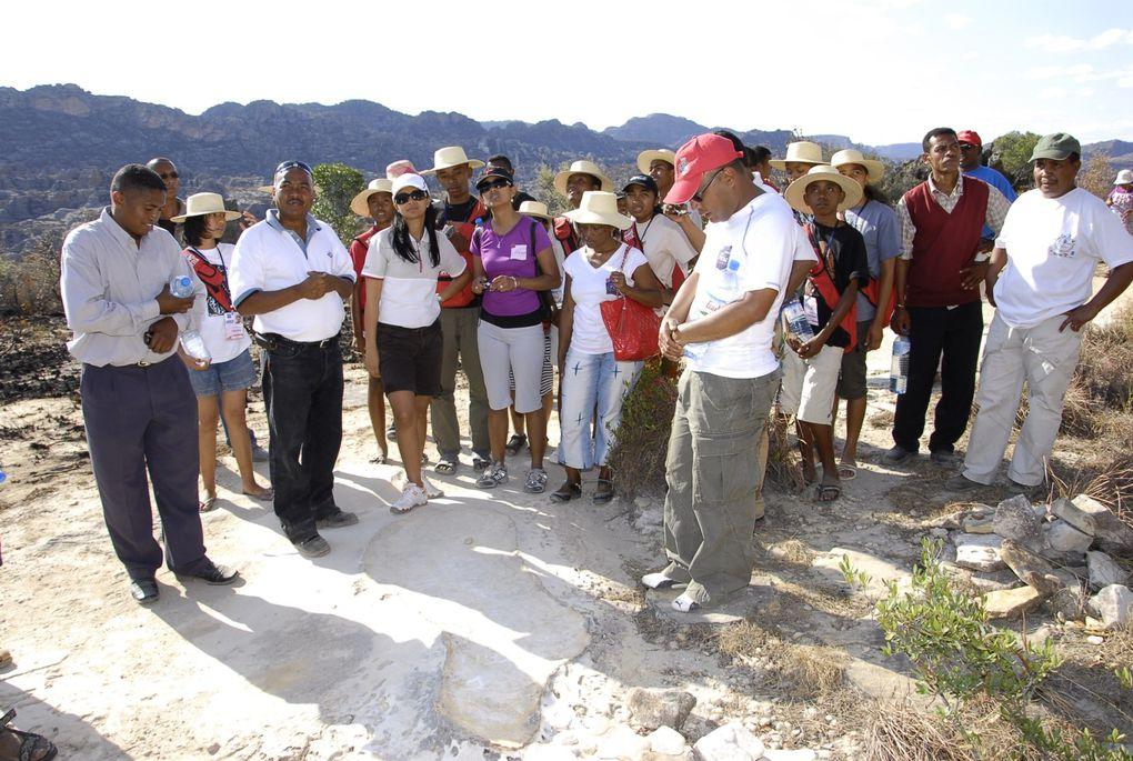 Les 22 lauréats du BEPC 2010 en vacances à Toliara Sept-Oct 2010 avec Mialy Rajoelina