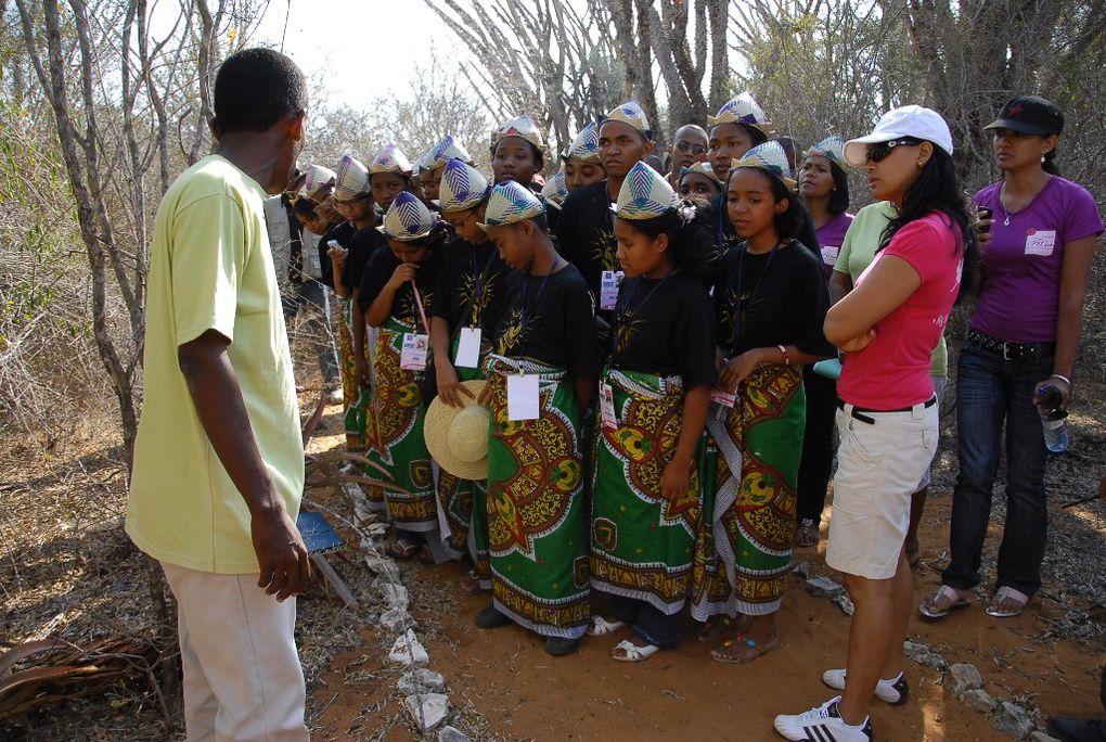 Vacances studieuses des lauréats du BEPC malgache 2010 à Ifaty avec Mialy Rajoelina