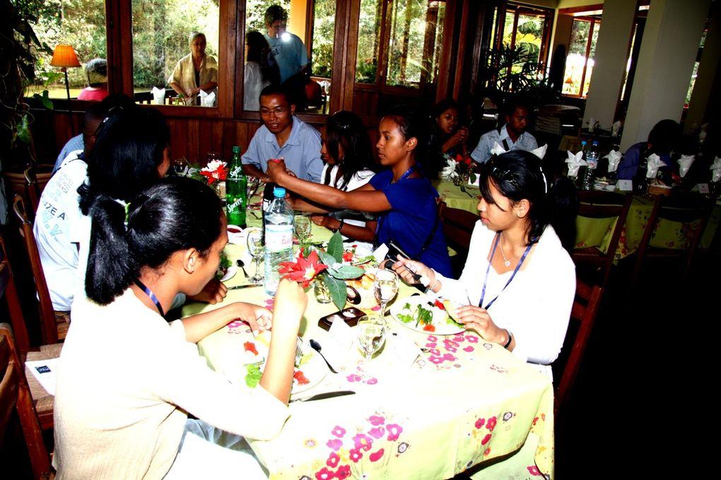 Décembre 2010. Le voyage en train des bacheliers 2010 vers le parc national d'Andasibe, avec Mialy Rajoelina, Présidente de l'Association Fitia.