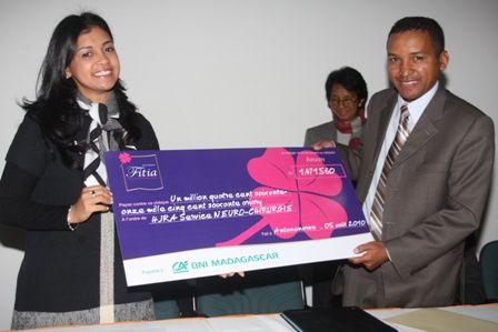 L'association Fitia a octroyé un don de 1.471.560 Ariary pour les soins de 8 enfants hydrocéphaliques de l'Hôpital Joseph Ravoahangy Andrianavalona