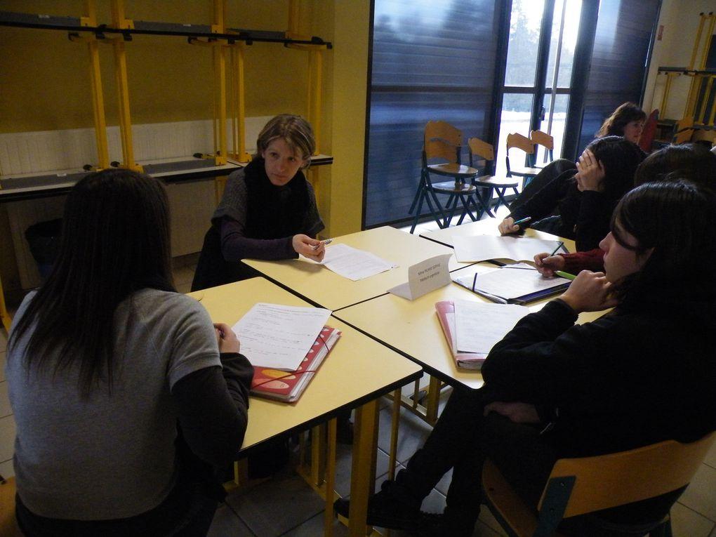 700 élèves de 3e des collèges de Ste Sigolène, Dunières, Aurec, St Didier et Monistrol et de 2e des lycées professionnel et général Notre Dame du château de Monistrol ont rencontré plus de 120 professionnels vendredi 10 février 2012 au lyc