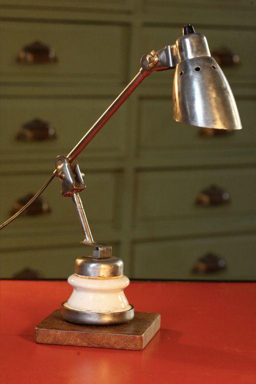 En porcelaine ou en verre, ces drôles de pièces servaient, et servent encore, à isoler les lignes EDF. Je m'en sert comme socle ou pied pour mes lampes.