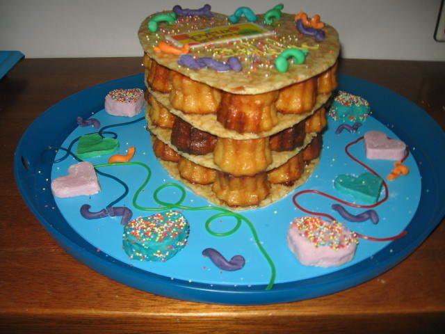 parce qu'il faut bien commencer... voici mes 1ères pièces montées, pas très glorieux mais bon !!! et mes gâteaux rigolos ou autres gâteaux élaborés