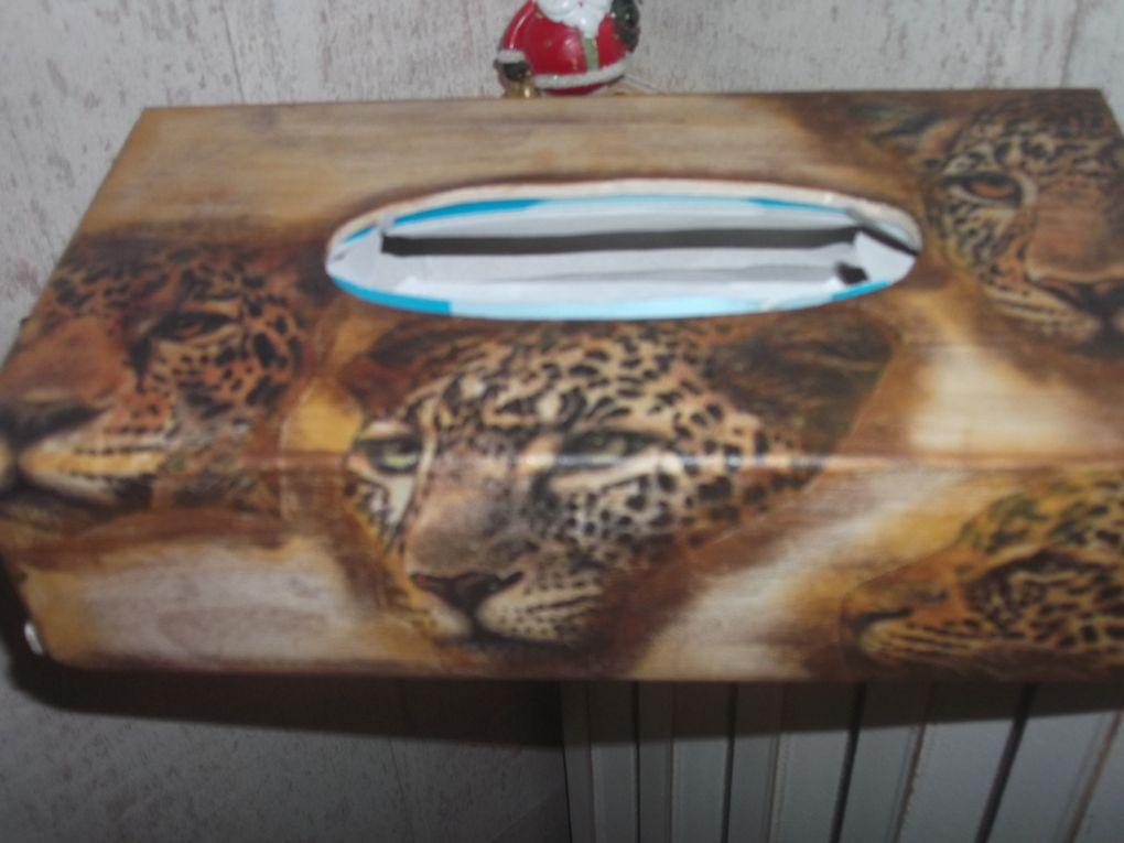 peinture sur bois avec des reliefs et du collage de serviettes