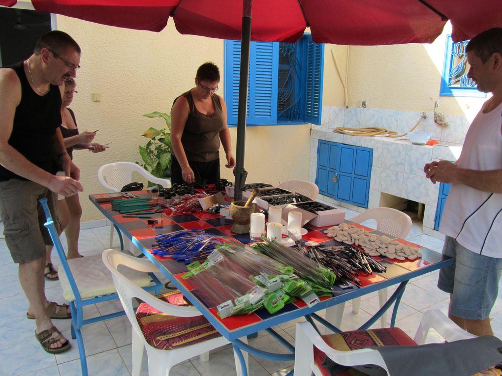Album - 5 - Decembre 2010 - Preparation-des-sacoches-pour-les-eleves-de-6-ieme