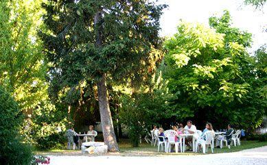 Vistez notre ferme de séjours au coeur de la Venise Verte dans le Marais Poitevin.Nous vous accueillons toute l'année pour un séjour dépaysant et ressourçant en pleine nature.
