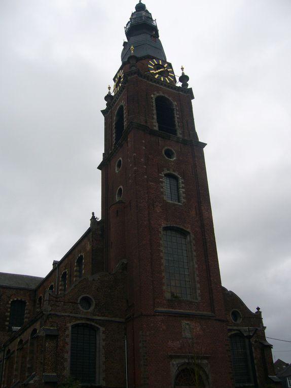Visite de la Collégiale de Leuze, ainsi que des magnifiques grandes orgues, sous la conduite de Arnaud van de Cauter, professeur de l'académie Saint-Grégoire (Tournai). La reconstruction à l'identique de l'orgue d'origine a été financée par la