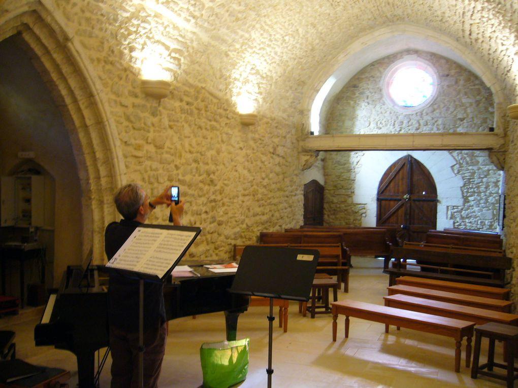 Un ancine lieu de convalescence des religieux de Pont-Saint-Esprit, magnifiquement restauré. Lieu d'accueil pour groupes, séminaires... et stages de musique !! La chapelle est équipée d'un petit orgue numérique ainsi que de deux pianos.