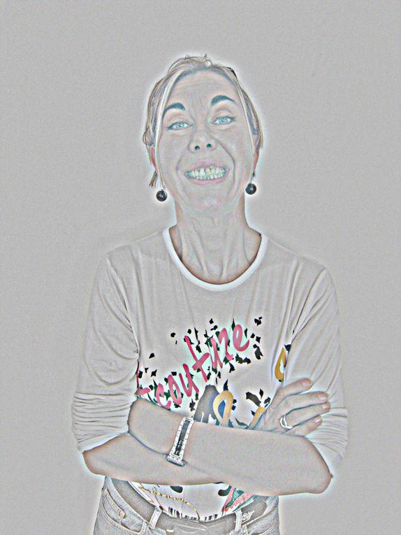 """Deuxième partie de l'installation """"refaire le monde"""" : autoportraits / photos numeriques couleur retouchees et plastifiees."""
