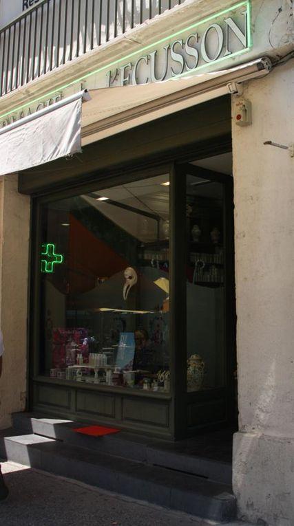 Montpellier&#x3B; Verre églomisé et store à l'italienne