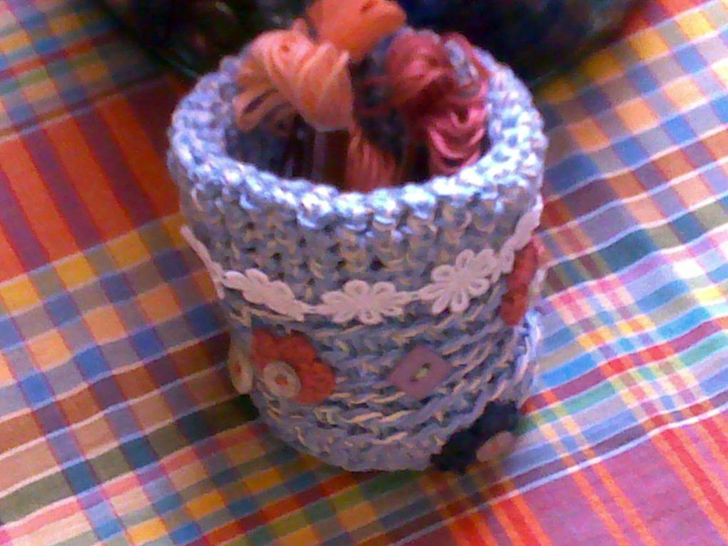 Petit panier réaliser avec du fil coton et ficelle.