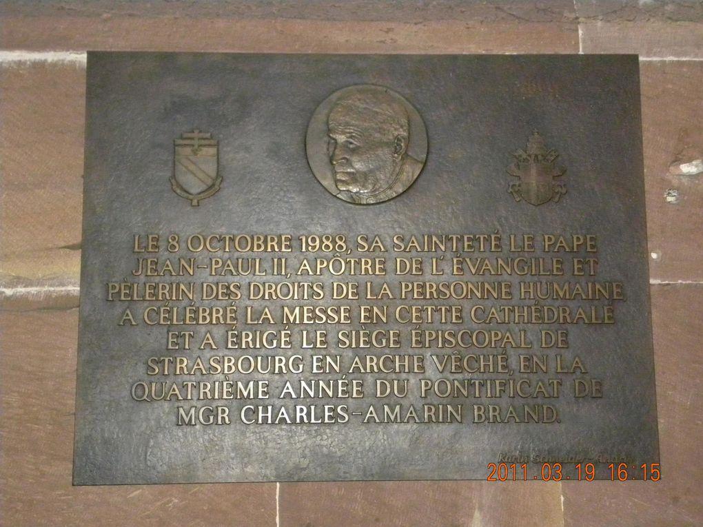 """La partie ancienne de la ville, nommée """"La Petite France"""" et la cathédrale."""
