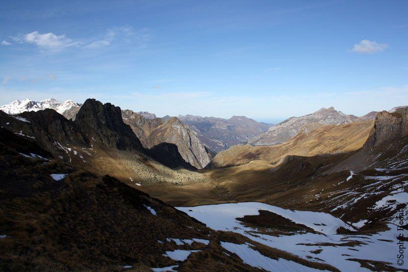 Ascension du col de Suzon 2127 m, pied du Pic du midi d'Ossau - 13 novembre 2011.