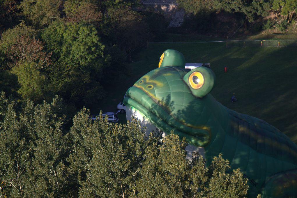 Vol de la grenouille géante à Rocamadour (25° Montgolfiades )