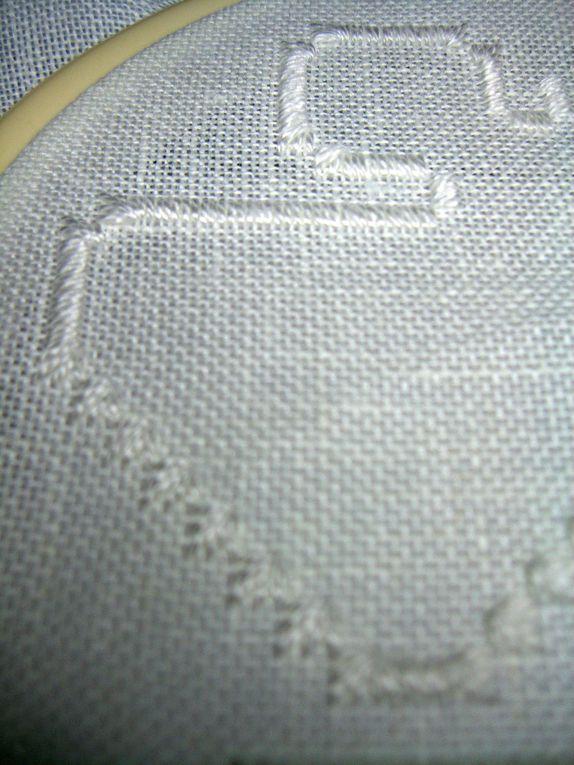 Ange sur toile 11fils DMC, coton mouliné N°8 et fil métallique.Broderie Hardanger 2010. Organisé par Romatoka.