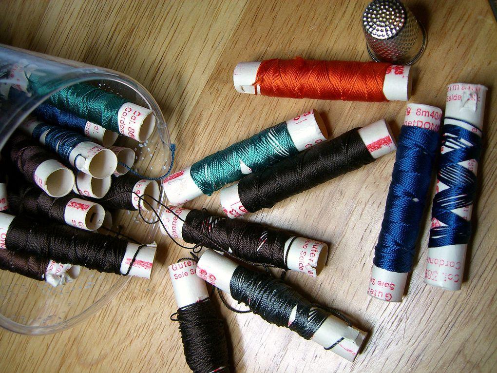 Compositions sur toile de lin 12fils. Fils de soie ou coton perlé selon les modèles