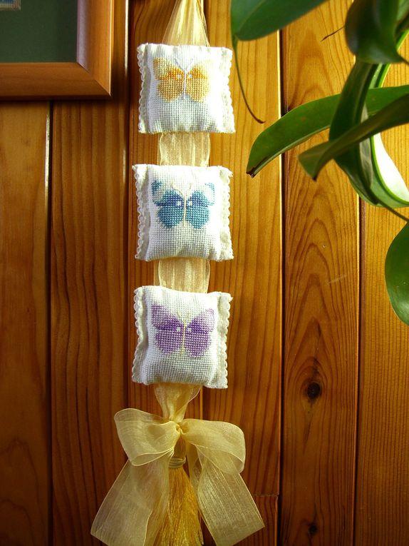 Nana a commencé à faire quelques ouvrages. En les rassemblant, cela donne des objets de décoration très jolis.
