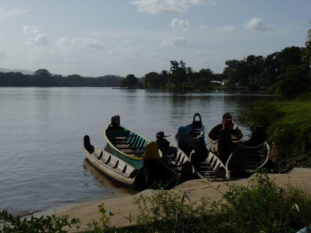 Sage-femme itinérante sur le fleuve, de Grand-Santi à Antécum pata...