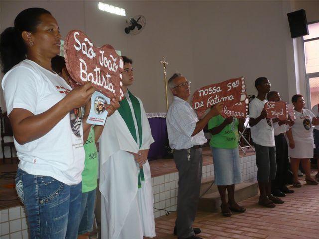 """Présentation du cheminement des communautés soutenues alors par les Pères Bernard Colombe et Gabriel suivi du """"lunch"""" de l'amitié puis de la messe."""