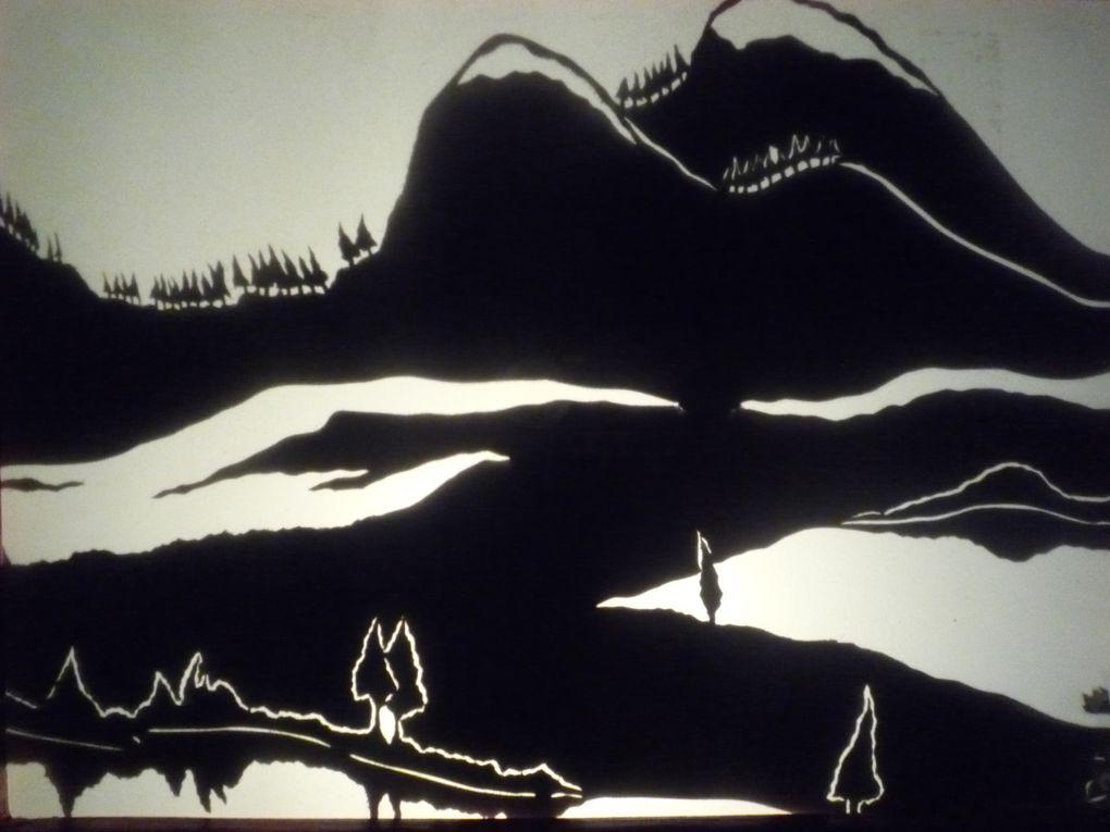 «La petite maison» de Barbro Lingren (collection PASTEL édition l'Ecole des Loisirs)Une petite maison, tout en bois, peinte en rouge, cachée entre montagnes et lacs dans un lointain pays où il fait longtemps jour et longtemps nuit.La porte s