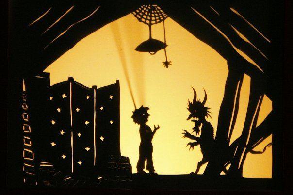 """""""Le Petit Bonhomme haut comme trois pommes"""" de Gigi Bigot.Un petit bonhomme pas bien costaud va à la rencontre du roi des bêtes pour chercher le quart de la moitié de la force qui lui fait défaut. Un voyage dans le ventre de la terre où, souven"""
