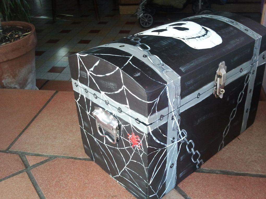 vielles valise ou malettes plateau, table basse... un petit coup de peinture et voila une nouvelle vie !!!