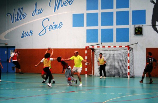 Album - Match-de-hand-Elus-enseignants