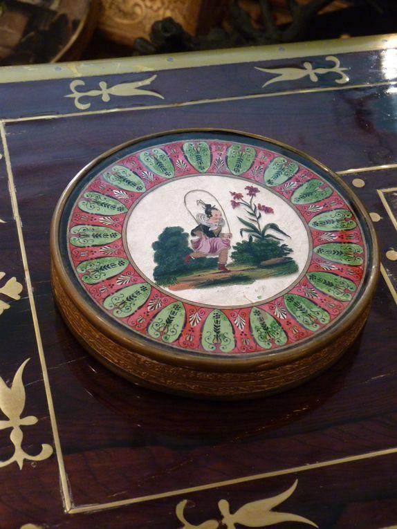 sélection de boites à bonbons d'époque Restauration et Louis-Philippe