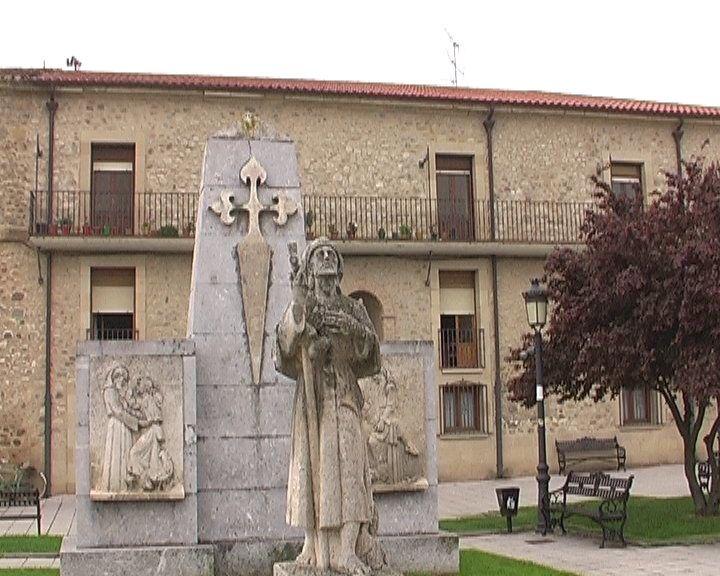 Les statues St Jacques tout au long du chemin