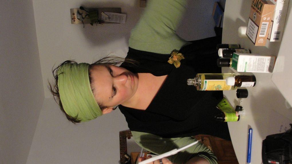 Aromathérapeute certains jours, rélféxologue plantaire à d'autres, ergothérapeute à mi-temps, et créatrice de bijoux!voila quelques photos de mes mélanges aromatiques!!!
