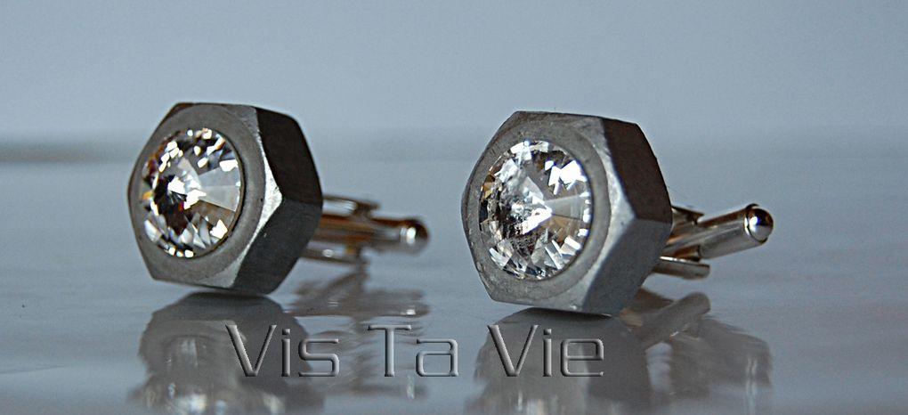 Idéal pour hommes et femmes, les boutons de manchettes se déclinent sur écrou inox (plus masculin), écrou aluminium (très léger, plus féminin) ou acier galvanisé (pour les amateurs de matériaux qui s'oxydent en vieillissant !)