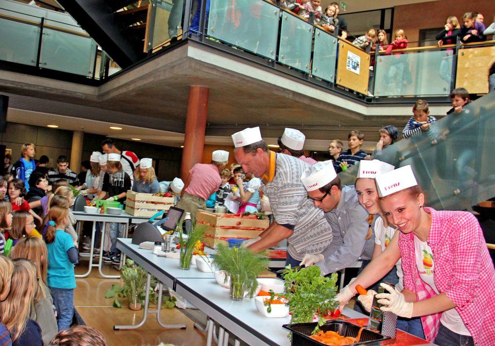 """Toller Aktionstag im Gymnasium Veitshöchheim zum Thema: """"Gscheit essen – mit Genuss und Verantwortung"""" in der Woche der Nachhaltigkeit"""