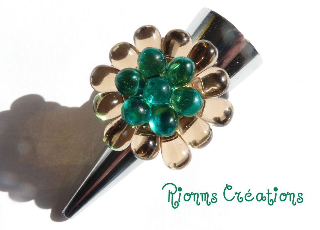 Mes créations de bagues en perles montées sur supports réglables en métal sans nickel.