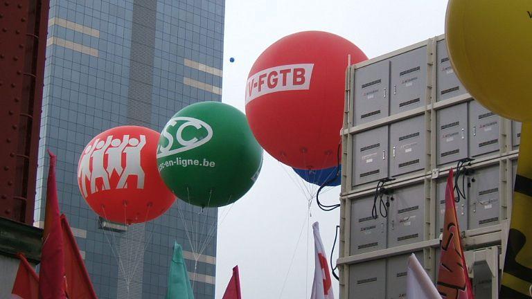 Le 29 septembre 2010 à Bruxelles des syndicalistes de toute l'Europe sont venus manifester contre les plans d'austérité et pour le partage des richesses ...100 000 manifestants : des anglais, norvégiens, allemands, belges, grecs, italiens, polon