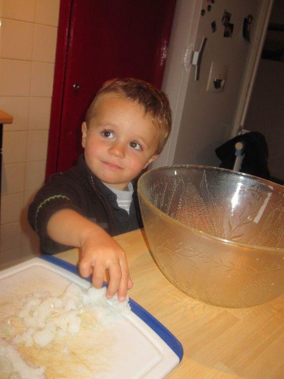 Quelques photos de mes loulous en qui cuisinent avec moi, Moments de partage On adorent ça ...