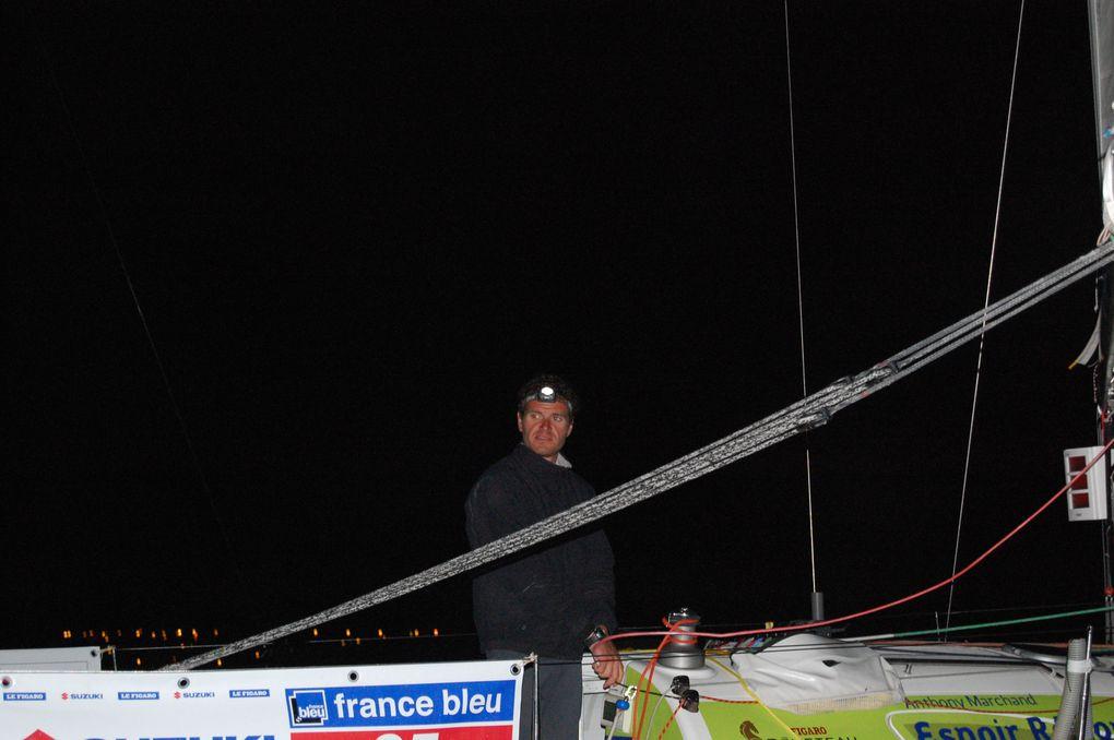 Découvrez en photos l'arrivée de nuit dans la rade de Brest de la deuxième étape de la Figaro en provenance de Gijon.