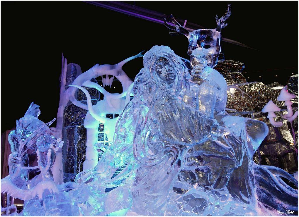 Ce festival de sculptures de neige et de glace est créé par les mains adroites d'une trentaine de sculpteurs professionnels issus de douze pays.Pas moins de trois cents tonnes de glace cristalline et deux cents tonnes de neige sont transformées