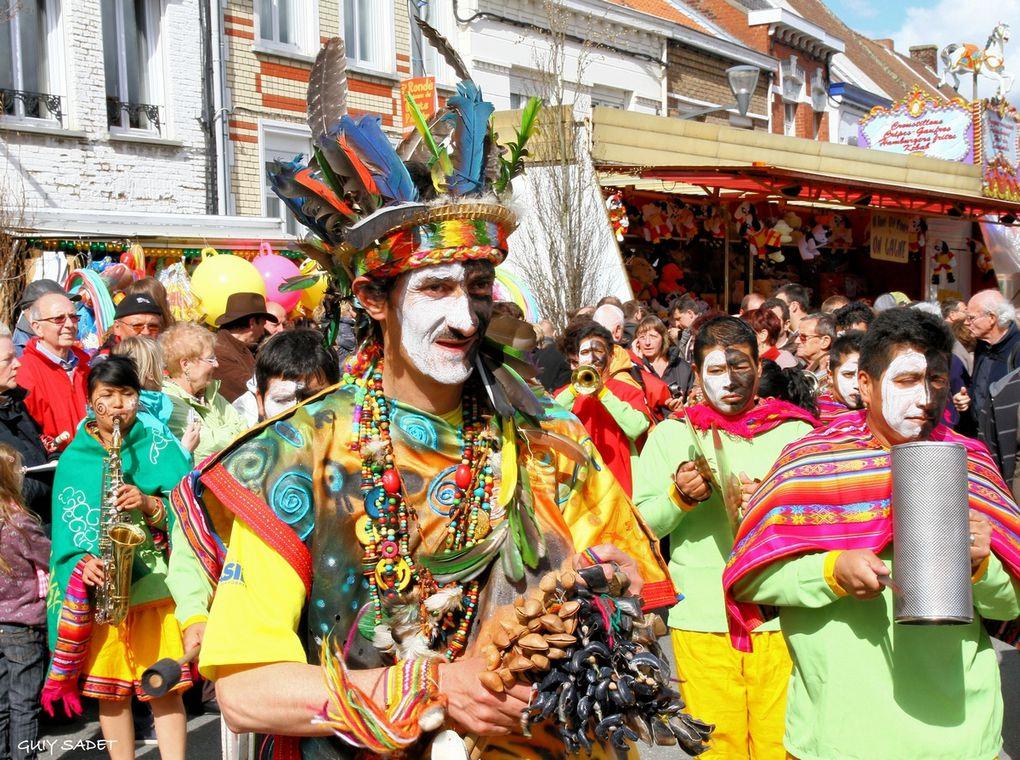 Steenvoorde , en Flandre française, au coeur des Monts des Flandres.La cinquième édition de la Ronde des Géants, c'est : 100 géants portés, 2 000 figurants, des dizaines de milliers de spectateurs, une parade qui s'étend sur plus de 4 kil