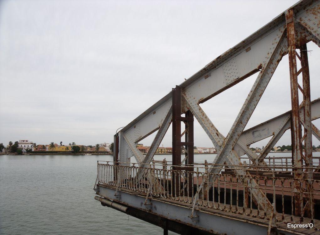 Symbole de Saint-Louis, le pont est en cours de réfection, en fait il est remplacé à l'identique.
