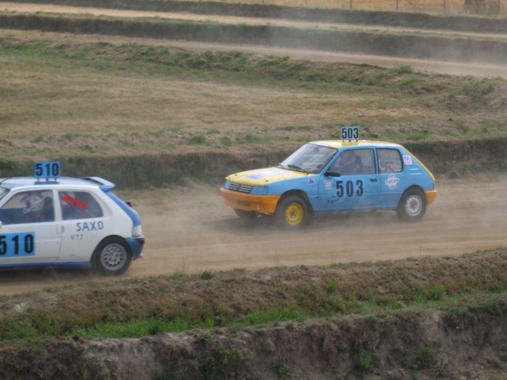 Pilotes de l'ATVC lors de la course sur le circuit de Bazaige le 1 aout 2010