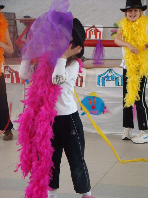 l'atelier a realiser avec les enfants le decor du spectacle de cirque en 2006 a Louvigny avec les AFR