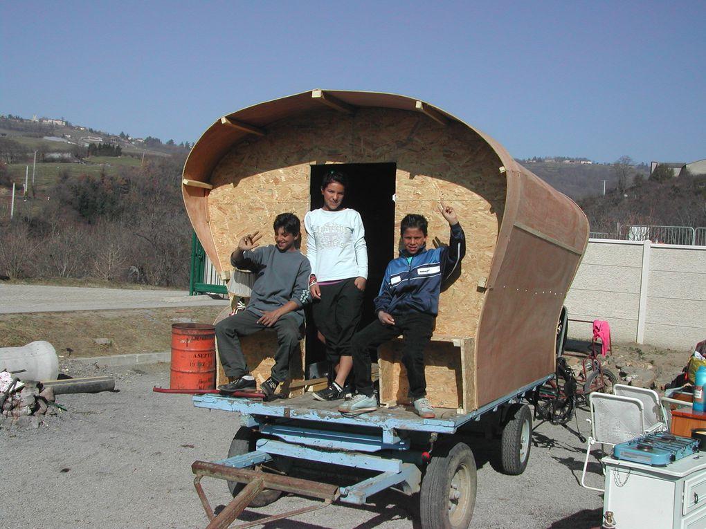 réalisation d'une roulotte, par la famille d'un marchand de chevaux