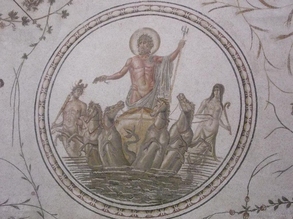 Baptistère antique exposé au musée du Bardo à Tunis