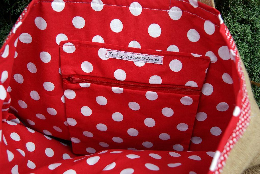 Sacs shopping, sac de plage, de cours, de sport, sac à ouvrages, bref, LE sac !!!! En toile enduite et toile coton, motif appliqués devant, poche intérieure, dimensions variables suivant les modèles