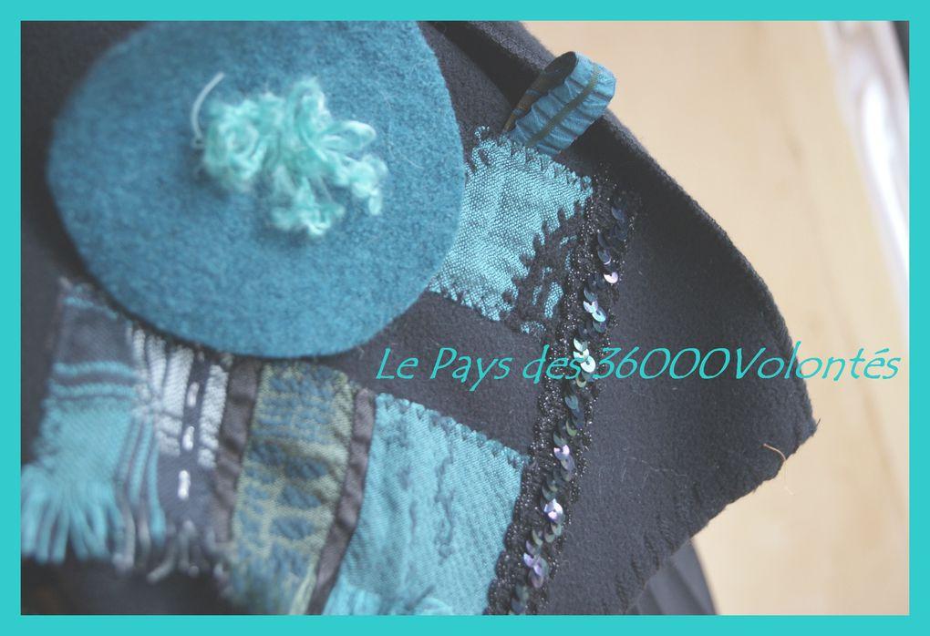 Echarpes en polaire noire et carrés de laine bouillie de couleurs assorties, décorées de carrés, ronds, boutons, perles paillettes et laine feutrée à la main...modèles uniques