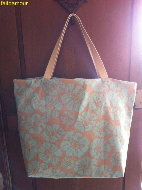 vous trouvez ici les photos de mes créations de sacs. Si vous êtes intéressée par l'un d'eux, contactez moi.