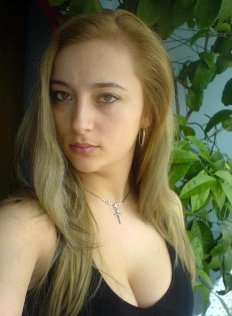 Photos volées à cette jeune femme et utilisées dans des arnaques